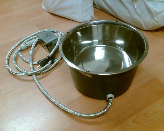 Vyhřívaná miska na vodu pro psy