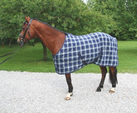 Univerzální deka pro koně na pastvu celoroční